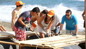 construccion-de-balsas-team-building-playa-exploramas-3